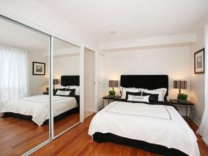 spalnica-z-ogledali