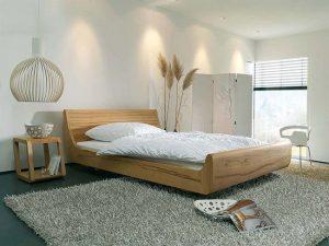 Postelje iz naravnega lesa